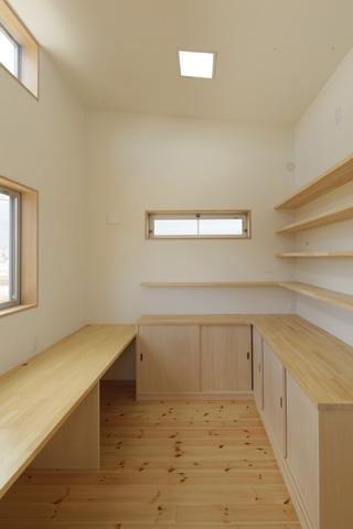 2つ屋根の家の部屋 作業室1
