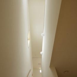 2つ屋根の家 (階段吹抜け)