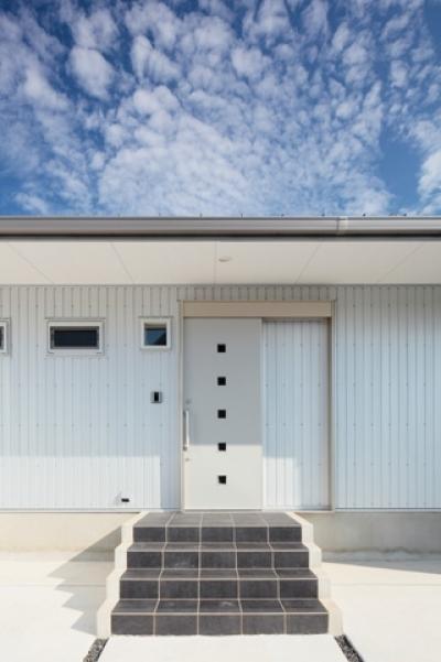 2つ屋根の家 (外観2)