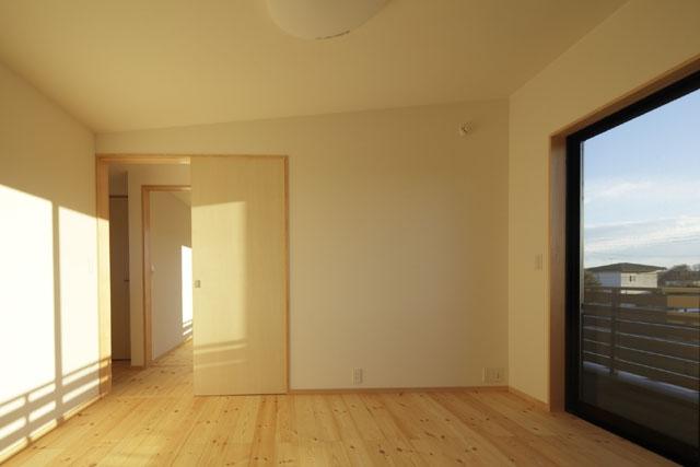 凸(でこ)の家の部屋 ROOM1