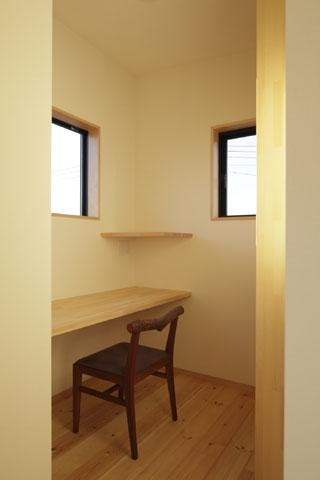 凸(でこ)の家の部屋 書斎