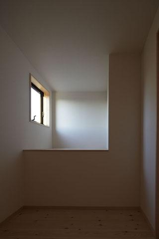 凸(でこ)の家の部屋 ウォークインクローゼット