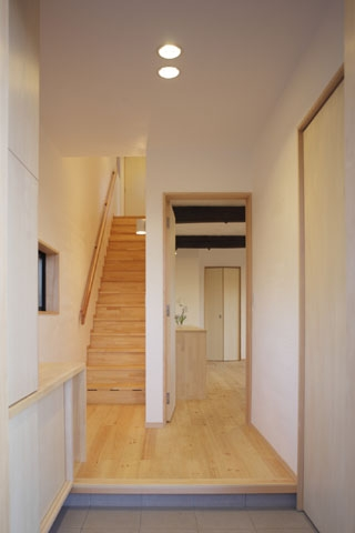凸(でこ)の家の部屋 玄関