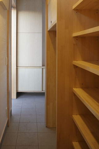 凸(でこ)の家の部屋 キッチンバックヤード2