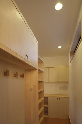 凸(でこ)の家の部屋 キッチンバックヤード1