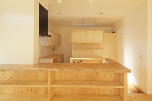 凸(でこ)の家の部屋 キッチン1