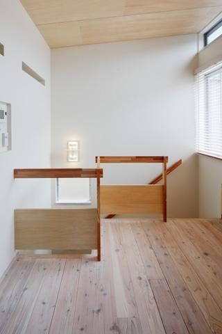 2人と2匹の家の部屋 階段手摺2