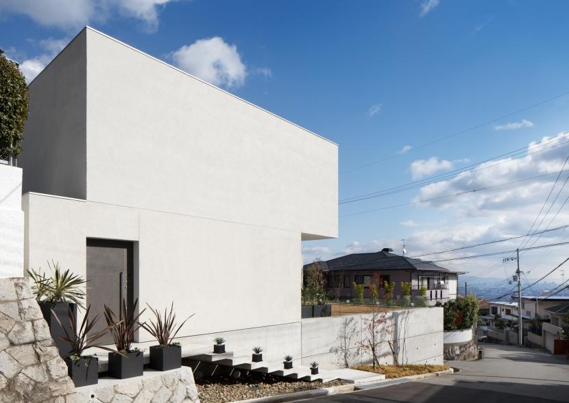外観 (「S Residence」斜面地に建つ開放的な邸宅)