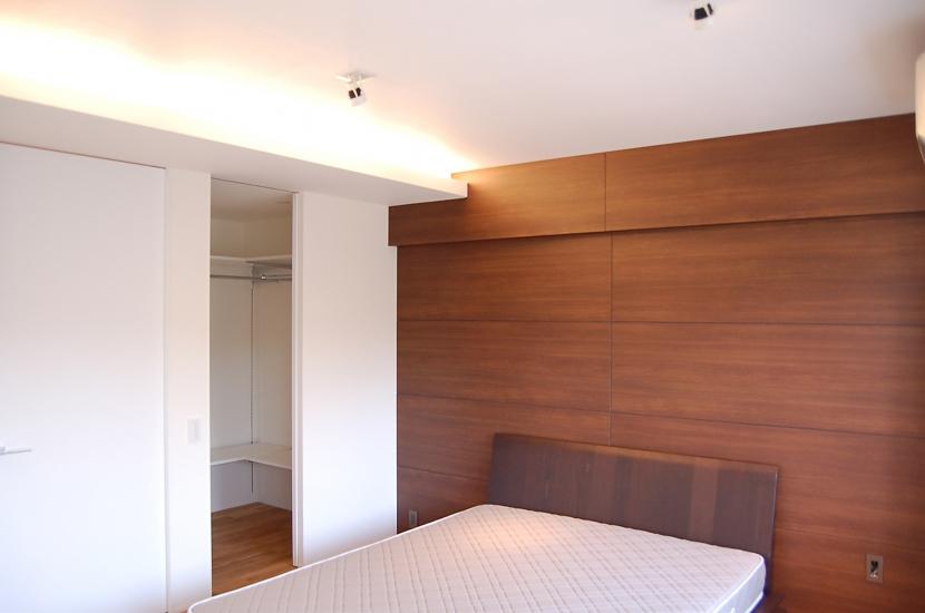 内部に情熱を注いだ空間(リノベーション)の部屋 主寝室