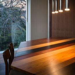 「駒場の家」左官土壁の木造3階建て (ダイニングテーブル)