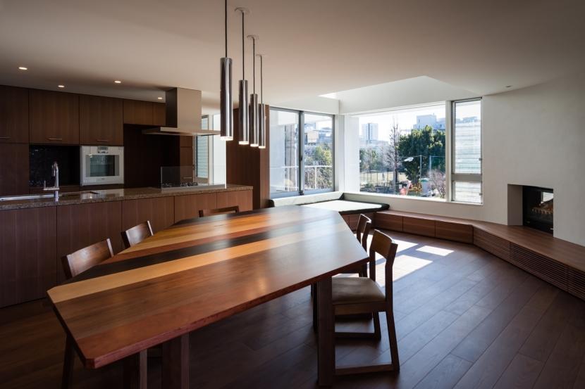 建築家:山崎壮一建築設計事務所「「駒場の家」左官土壁の木造3階建て」