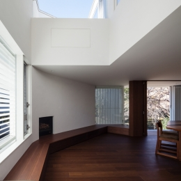 「駒場の家」左官土壁の木造3階建て (リビング吹抜け)