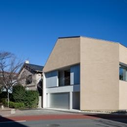 「駒場の家」左官土壁の木造3階建て (外観)