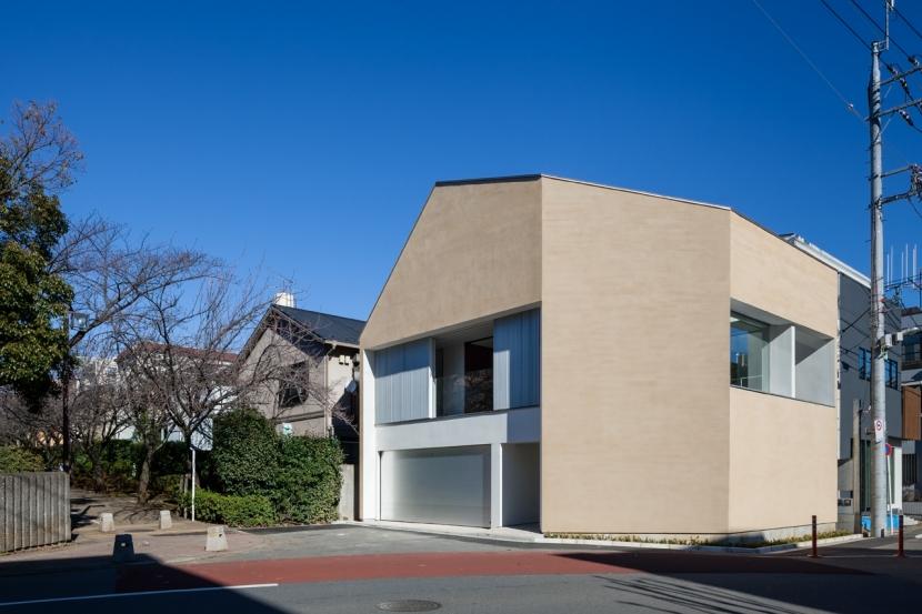 「駒場の家」左官土壁の木造3階建ての写真 外観