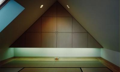 市川の家 (屋根裏ー和室)