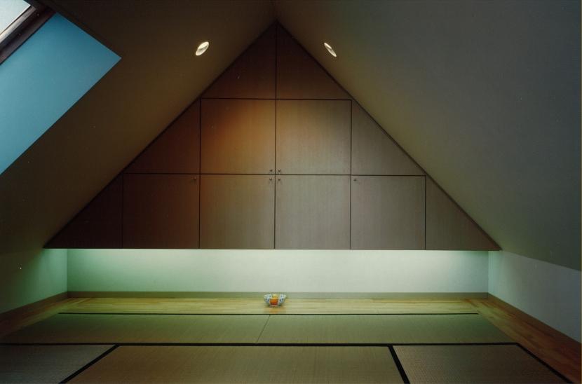 市川の家の写真 屋根裏ー和室