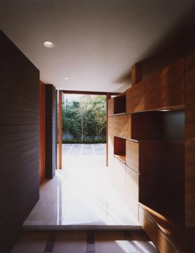 玄関 (光を抱く家)