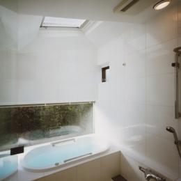 光を抱く家 (浴室)