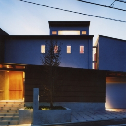 光を抱く家