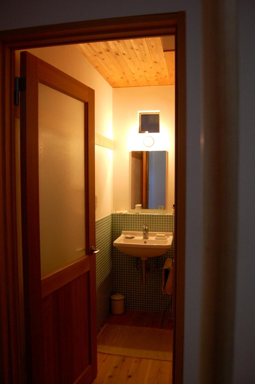聚楽廻南町の家の部屋 洗面