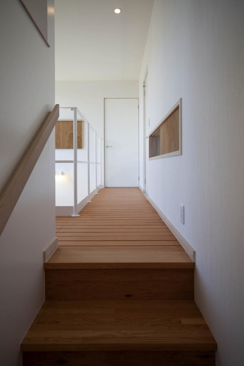 void 大きな気積をもついえの写真 階段からインナーデッキへ