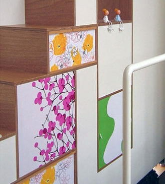 colors 色を重ねおいたいえの部屋 階段のディテール