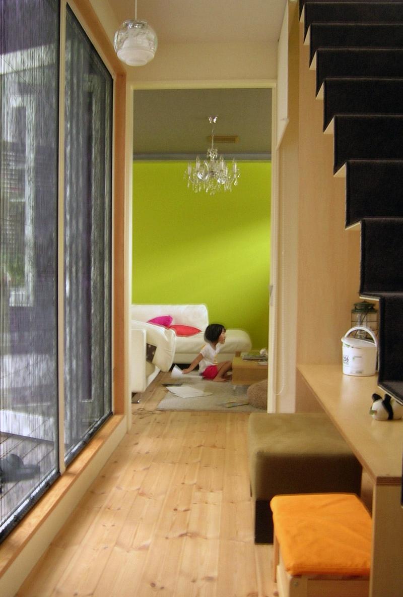 colors 色を重ねおいたいえの部屋 階段のディテール2