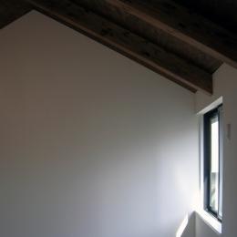 architype イエガタのいえ (階段上の窓)