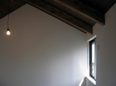 階段上の窓 (architype イエガタのいえ)