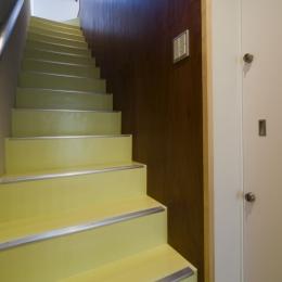 calm 穏やかさに包まれたいえ (住居への階段)