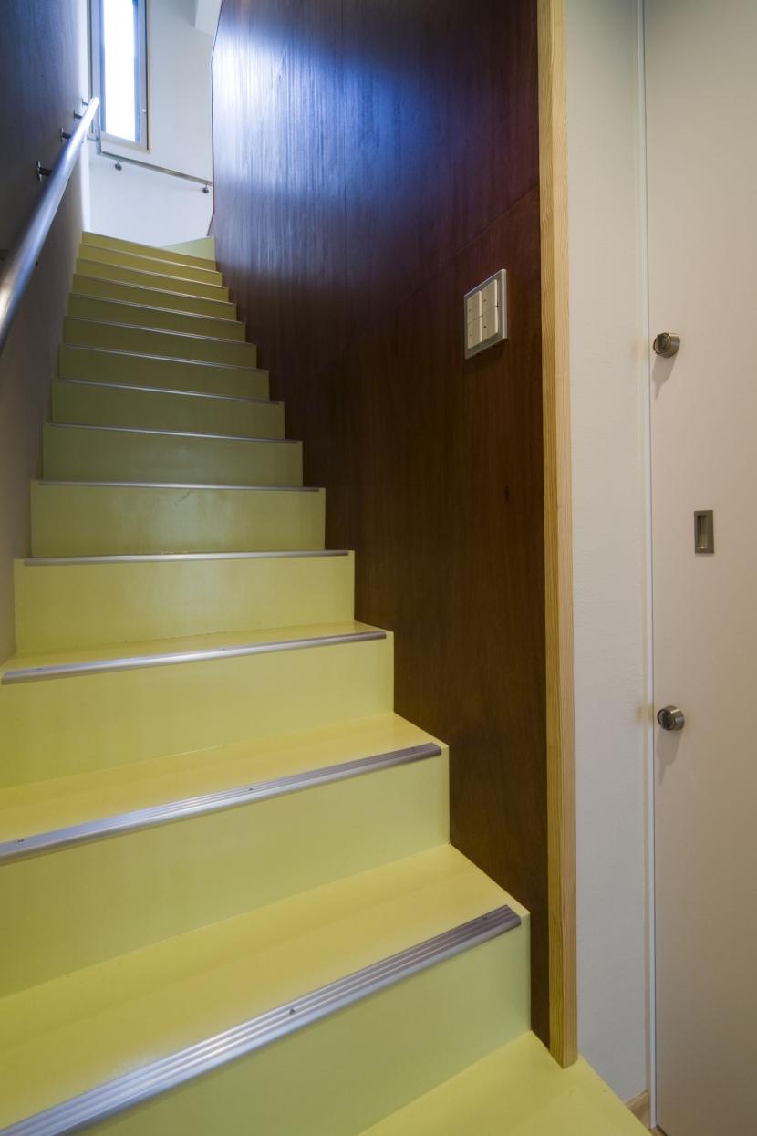 calm 穏やかさに包まれたいえの部屋 住居への階段