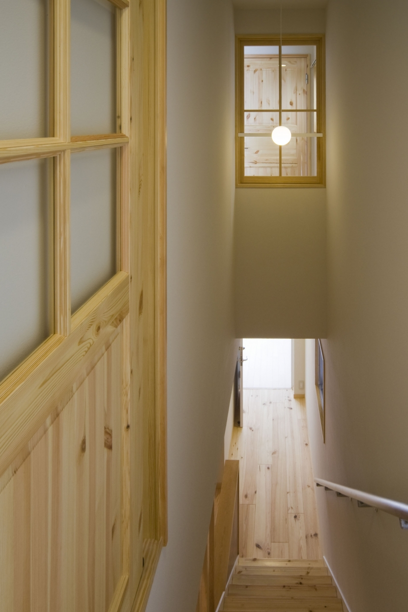calm 穏やかさに包まれたいえの写真 階段