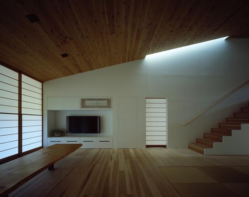 鋸南の家 (床座の空間-柔らかな光)