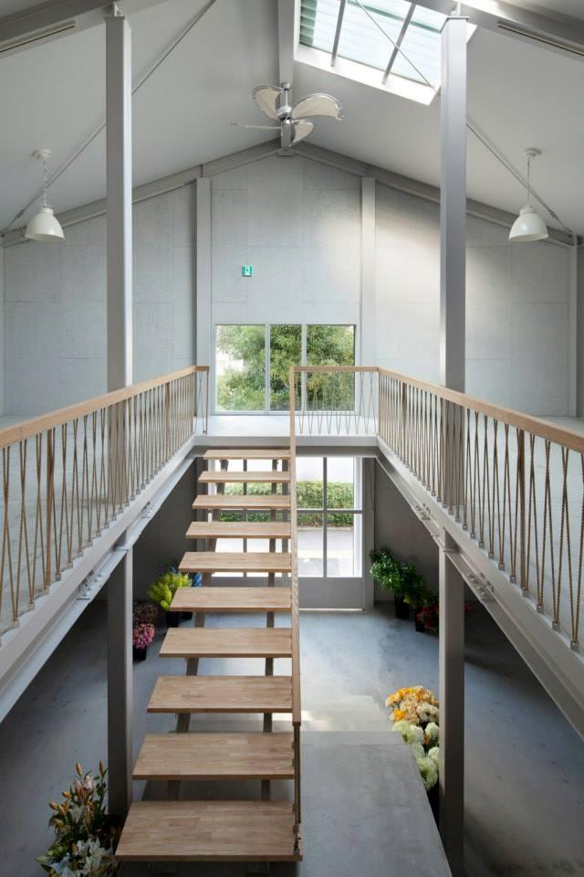 deco+ 甲三堂造花の部屋 階段