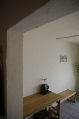 珪藻土や断熱塗料をDIYで塗装。暮らしに合わせてつくっていく家 (DIYで塗装)