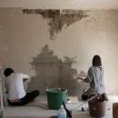 珪藻土や断熱塗料をDIYで塗装。暮らしに合わせてつくっていく家