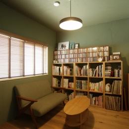 珪藻土や断熱塗料をDIYで塗装。暮らしに合わせてつくっていく家-ベッドルーム