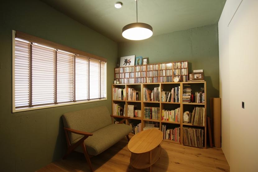 珪藻土や断熱塗料をDIYで塗装。暮らしに合わせてつくっていく家の部屋 ベッドルーム