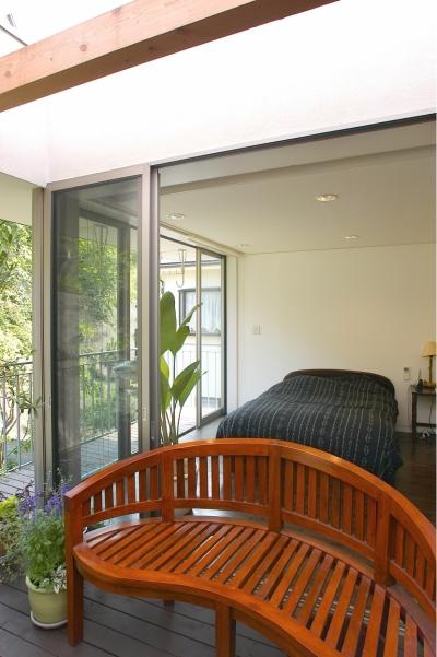 中庭テラス+寝室 (YK-House)
