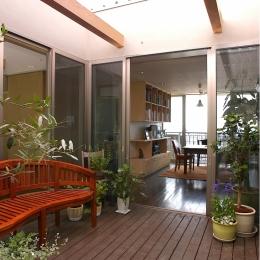YK-House (中庭テラス+ダイニング)