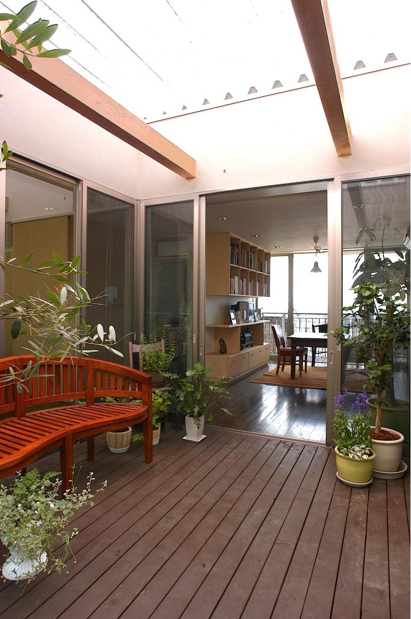 YK-Houseの写真 中庭テラス+ダイニング