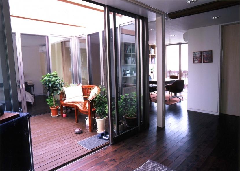 YK-Houseの写真 リビングダイニング+中庭テラス