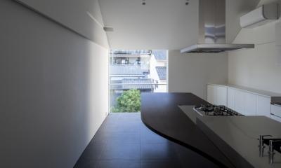 食卓と菜園と三角屋根の家 (食卓)