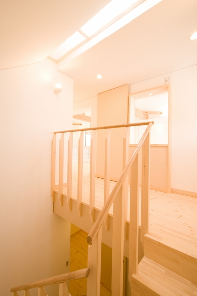 個人住宅 愛知県 2007 (リビングに続く階段)