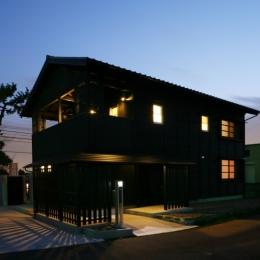 個人住宅 愛知県 2009 (黒い板張りの外観)