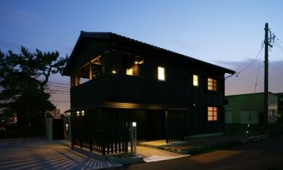 黒い板張りの外観|個人住宅 愛知県 2009