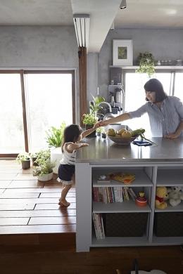 千葉・バスキッチンの家 (子供が自然に手伝うキッチン)
