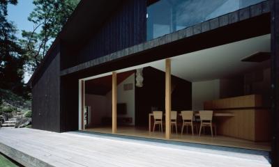 城ヶ崎海岸の家 (デッキと繋がる大開口)