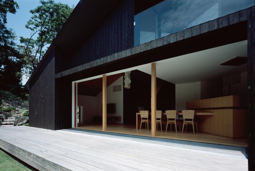 城ヶ崎海岸の家の部屋 デッキと繋がる大開口
