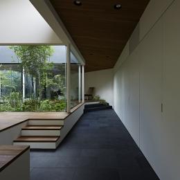 東村山の家 (石貼りの路地空間)